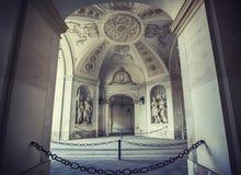 Arcade μεταξύ του παλατιού της Βιέννης Hofburg και Michaelerplatz Στοκ Φωτογραφίες