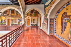 Arcade με τα μωσαϊκά στο διάσημο μοναστήρι Στοκ Εικόνες