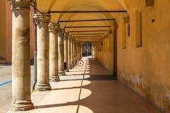 Arcade στη μεσαιωνική πόλη της Μπολόνιας, Ιταλία Στοκ Εικόνες
