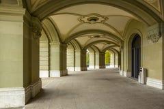 Arcade του ομοσπονδιακού παλατιού της Ελβετίας στη Βέρνη Στοκ φωτογραφία με δικαίωμα ελεύθερης χρήσης