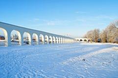 Arcade του προαυλίου και Novgorod Κρεμλίνο Yaroslav σε Veliky Novgorod, Ρωσία - χειμερινή άποψη στην ηλιόλουστη ημέρα Στοκ Εικόνα