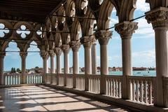 Arcade του Doge παλατιού: Γοτθική αρχιτεκτονική στη Βενετία, Ital Στοκ εικόνες με δικαίωμα ελεύθερης χρήσης