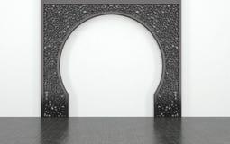 Arcade décorative contre le mur blanc simple Photo libre de droits