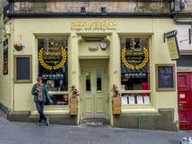 Arcade, haggis en wiskyhuis, Edinburgh Schotland stock afbeelding