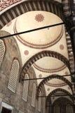 Arcade intérieure de mosquée bleue photos libres de droits