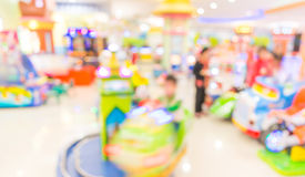 Arcade-Spiel-Maschinenwerkstatt-Unschärfehintergrund mit bokeh Bild Stockfotos