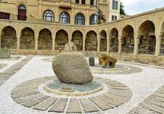 Arcades και θρησκευτική θέση ενταφιασμών στην παλαιά πόλη, Icheri Sheher baklava Στοκ εικόνες με δικαίωμα ελεύθερης χρήσης