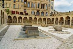 Arcades και θρησκευτική θέση ενταφιασμών στην παλαιά πόλη, Icheri Sheher baklava Στοκ φωτογραφία με δικαίωμα ελεύθερης χρήσης