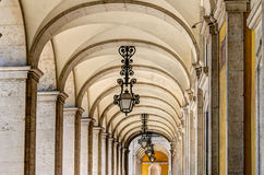 Arcades στο τετράγωνο εμπορίου, Λισσαβώνα Στοκ φωτογραφία με δικαίωμα ελεύθερης χρήσης