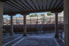 Arcades του τετραγωνικού το μεγαλύτερο μέρος του chinchà ³ ν που μετατρέπεται στην αρένα ταυρομαχίας Στοκ Εικόνα