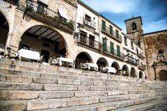Arcades in de stad van Trujillo, Spanje royalty-vrije stock afbeeldingen