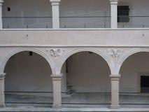 arcades skala pieskowa προαυλίων κάστρων Στοκ εικόνα με δικαίωμα ελεύθερης χρήσης