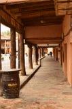 Arcads da praça da cidade do berço de Ayllon das vilas vermelhas além da cidade medieval bonita em Segovia Paisagens da arquitetu Imagens de Stock