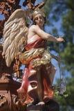 Arcangelo scolpito in legno policromatico del cedro fotografia stock