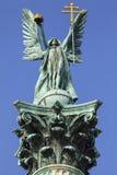 Arcanjo Gabriel Statue na coluna quadrada dos heróis em Budapest foto de stock royalty free