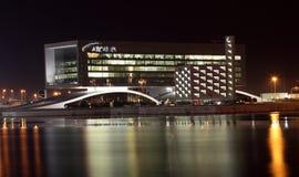 Arcapita που χτίζει τη νύχτα. Manama, Μπαχρέιν Στοκ φωτογραφία με δικαίωμα ελεύθερης χρήσης