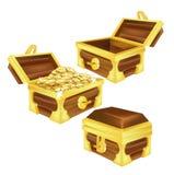Arcas do tesouro, aberto, fechado e enchido com as moedas isoladas Fotografia de Stock Royalty Free
