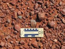 Archäologie - zwei Steinflocken stockfotos