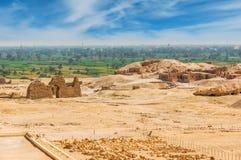 Archäologische Aushöhlungen in der Wüste kairo giza Egypt Tr stockfotografie