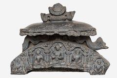 Archäologische Skulptur Nischen-darstellender Buddha-Spitzenzahl vom 11. Jahrhundert, Basalt, Bihar stockbild
