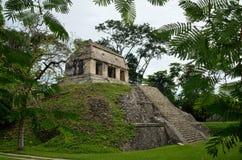 Archäologische Struktur in Form einer Pyramide im alten Lizenzfreie Stockfotografie