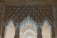 Arché alla corte dei leoni del palazzo di Nasrid di Alhambra a Granada, Andalusia fotografia stock libera da diritti