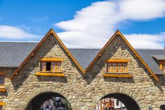 Arché che collegano quadrato principale e la via del mitra vicino al centro cittadino in Bariloche del centro - Bariloche, Patago Fotografia Stock Libera da Diritti