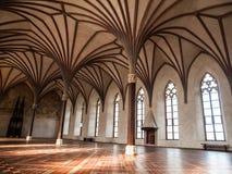 Arché di Gothich nel corridoio del castello Fotografia Stock Libera da Diritti