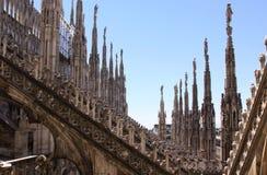 Arché di Milan Cathedral (Di Milano del duomo), colonne e dettagli delle statue Immagini Stock