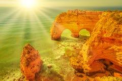 Arché di Natual della spiaggia di Marinha Fotografia Stock