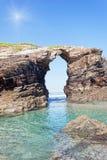 Arché di pietra su Playa de las Catedrales Immagine Stock Libera da Diritti