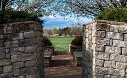 Arché di un parco, mura di mattoni Fotografia Stock Libera da Diritti