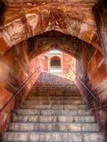 Arché e scale a Humayun' tomba di s fotografia stock libera da diritti