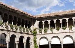 Arché e tetto di mattonelle Cusco Peru South America Building Detail immagini stock libere da diritti