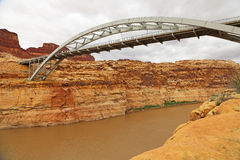 Arch bridge over Colorado River. Hite Crossing Bridge i Glen Canyon,  Utah Royalty Free Stock Images