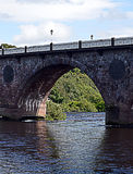 Arch on bridge over river: River Tay, Perth, Scotland. One arch of John Smeaton's nine arch masony bridge (1766-71), the Auld Brig, over the River Tay in Perth stock photos