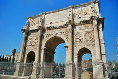 The arch of Constantine (Arco di Constantino). — a three-span arch in Rome between the Colosseum and the Palatine on the ancient Via Triumphalis Stock Photos