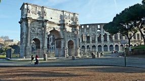 Arch of Constantine. And the Colosseum romano-Italy Stock Images