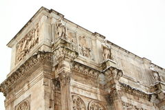The Arch of Constantine covered by snow. A really rare event in Rome Stock Photo