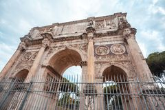 The Arch of Constantine is a triumphal arch in Rome near colosse. Um Stock Photos