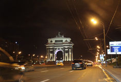 Arch de Truimph en la perspectiva de Kutuzovskiy moscú Imagen de archivo libre de regalías