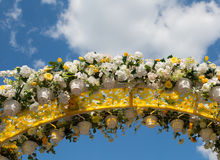 Arch, decorated with artificial flowers Royalty Free Stock Photos