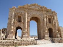 The Arch of Hadrian in Gerasa. Arch built in AD 129 to commemorate the visit of the Emperor Hadrian to Jerash in Jordan Stock Photos