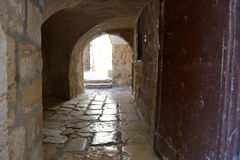 Arch input in an ancient court yard in an old city of Jerusalem.  Stock Photos