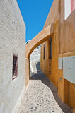 Arch of a narrow street in Oia, Santorini Royalty Free Stock Photos