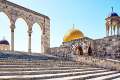 Arch next to Dome of the Rock mosque in Jerusalem Stock Photography