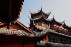 Archaïsch Chinese houten gebouwen in zonnige de lenteochtend stock afbeelding