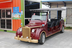 Archaizuje wycieczka turysyczna bateryjnego samochód Obrazy Royalty Free