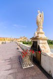 Archanioła Raphael statua na moscie przy cordobą Hiszpania - Obrazy Stock