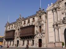 Archbishop's slott i den historiska mitten av Lima Arkivbilder